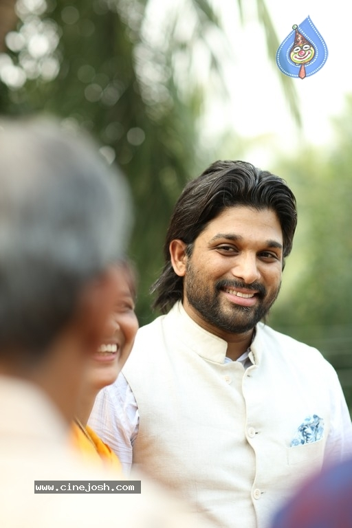 Allu Arjun At Palakollu - 7 / 14 photos