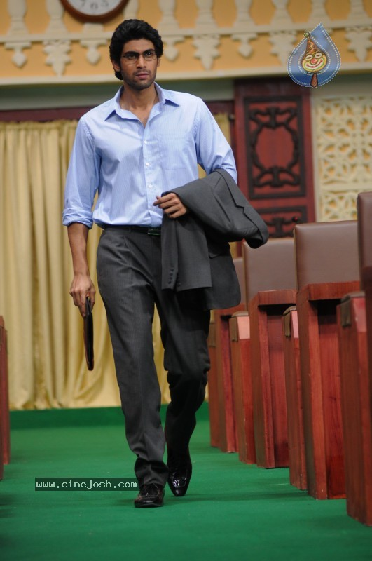 http://www.cinejosh.com/gallereys/actors/normal/leader__rana_daggubati/leader__rana_daggubati_07.jpg