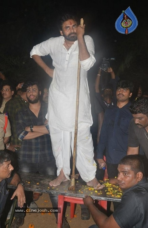 Pawan Kalyan Celebrates Sankranthi In Tenali - 15 / 39 photos