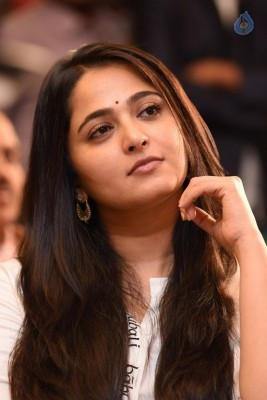 Anushka at Baahubali Press Meet :24-04-2017