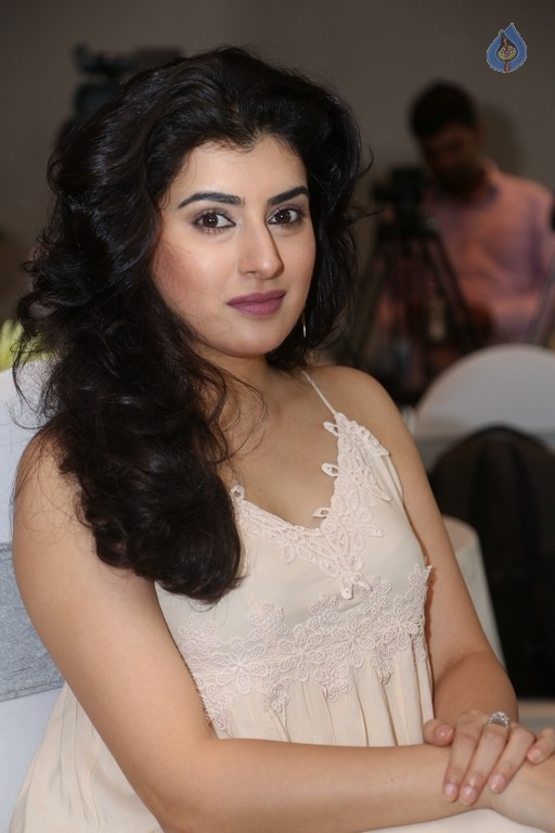 Http Www Cinejosh Com Gallery Large 32371 2 14 Archana Latest Pics Html