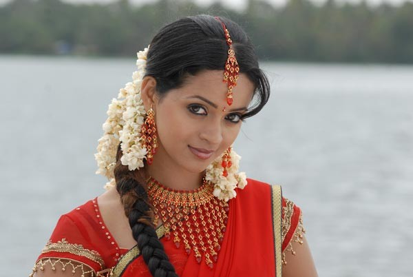 Nice walpapers bhavana hot hot still bhavana hot saree showing navel pictures thecheapjerseys Images