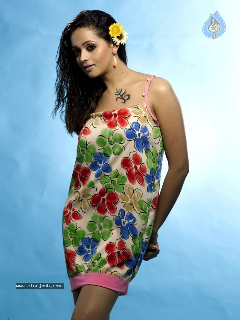 Bhavana Hot Gallery Photo 3 Of 48