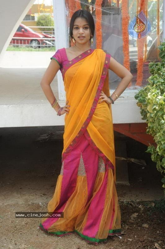 bhavya gandhi age
