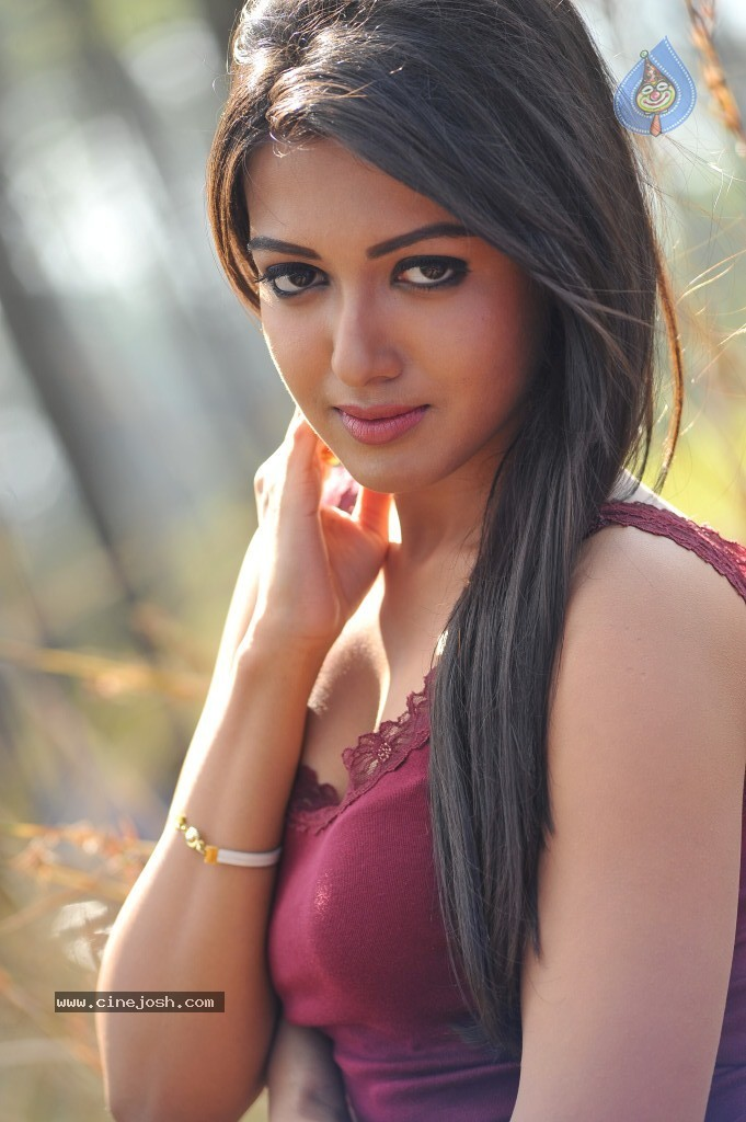 Catherine Tresa New Hot Stills - 31 / 93 photos