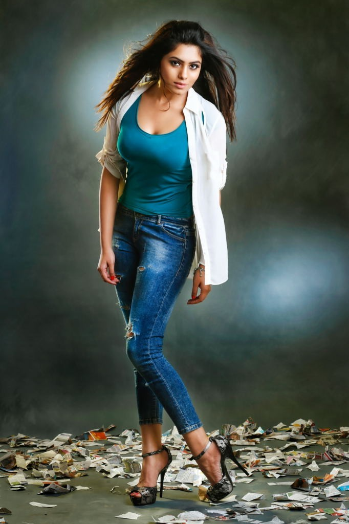 Deepa Sannidhi Hot Photos Photo 12 Of 17