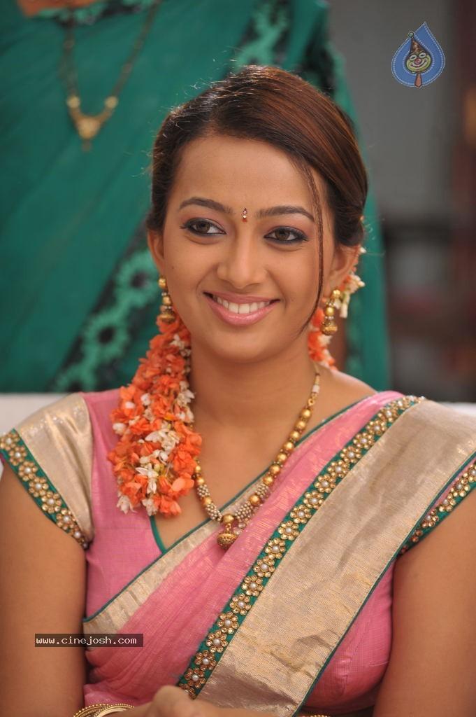 Ester noronha Hot actress hot saree hot navel hot cleavage photos ...