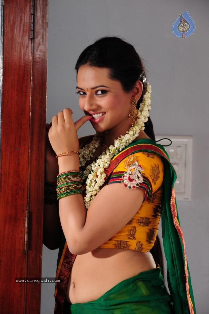 Isha Chawla Hot Actress Hot Saree Hot Navel Hot Cleavage Photos Indian Actress Pictures