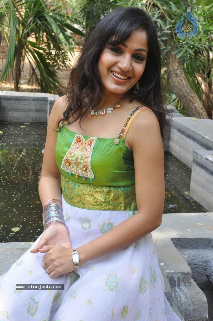 Galleries Actress Madhavi Latha Photos - 61 / 64