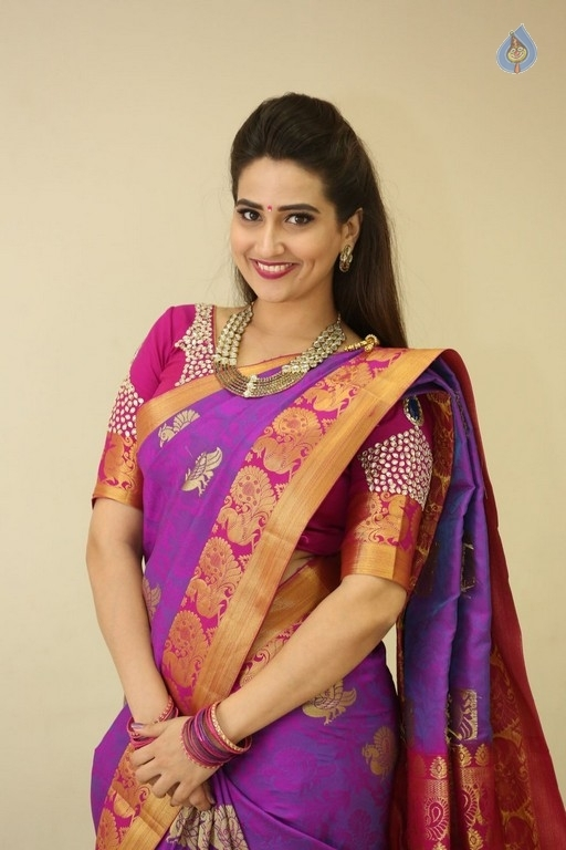Manjusha Stills - 28 / 42 photos