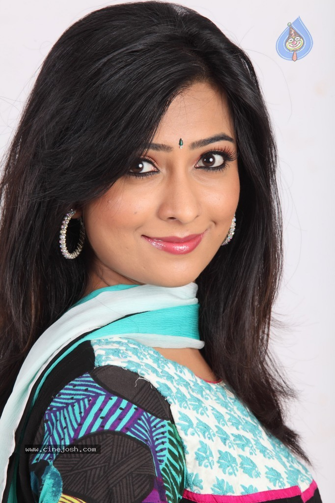 radhika pandit date of birth