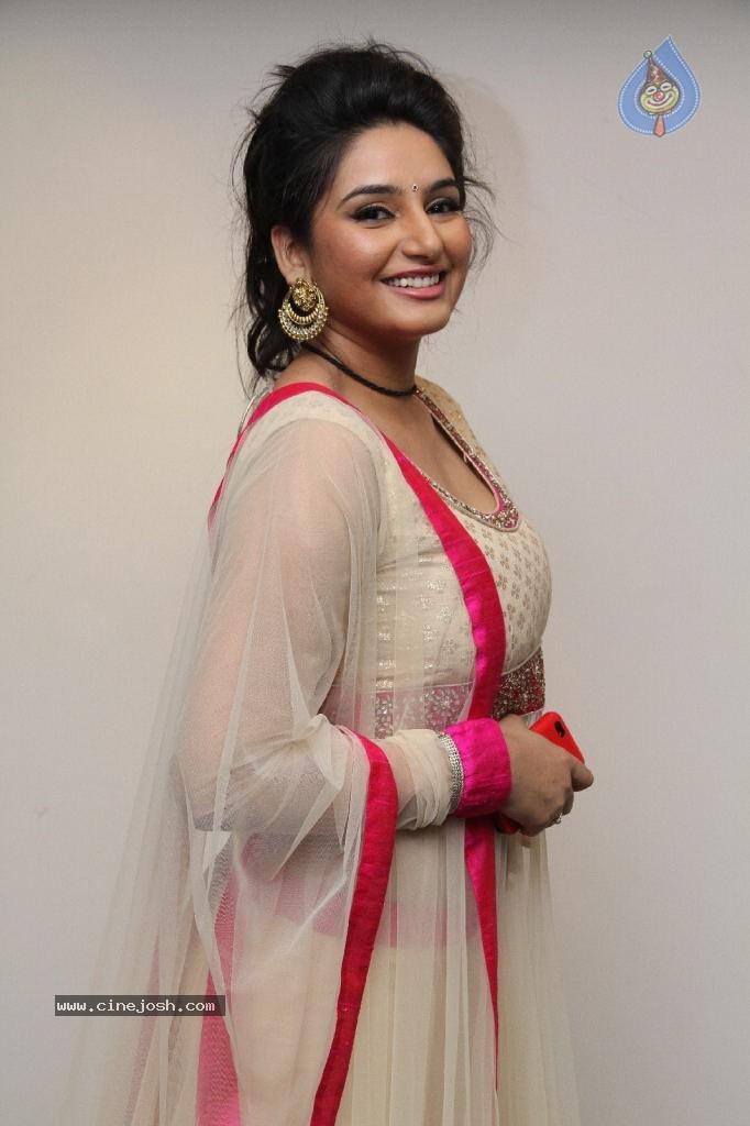 Ragini Dwivedi Hot Stills Photo 81 Of 141