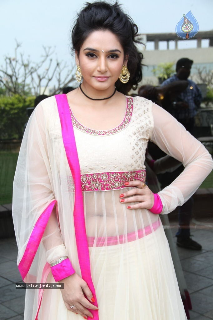 ragini dwivedi hot stills   photo 85 of 141