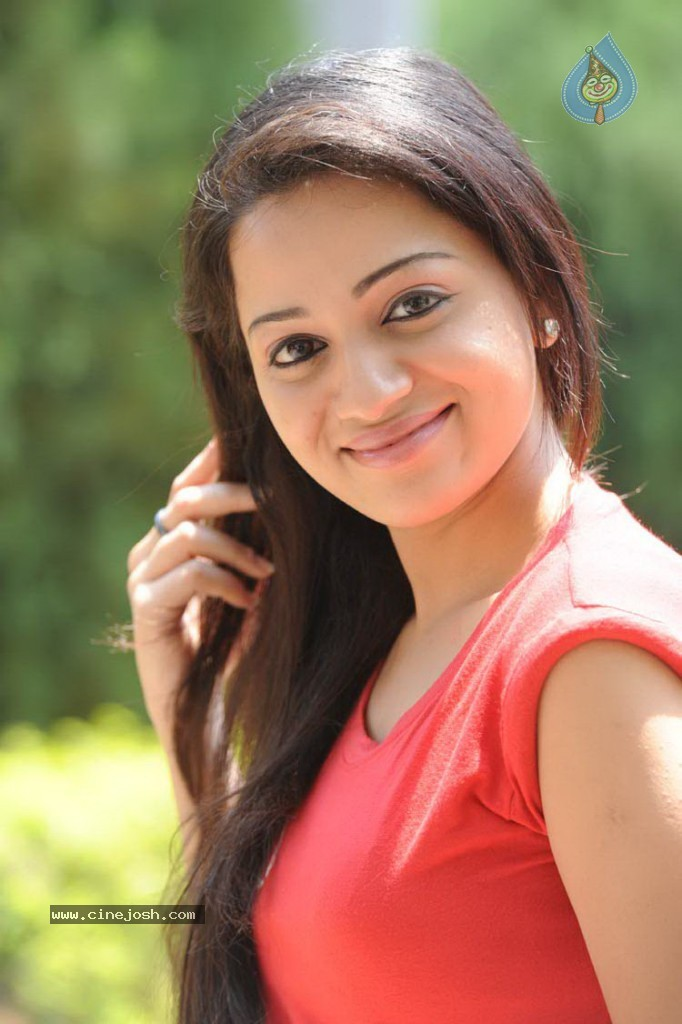 Reshma Photos http://www.cinejosh.com/telugu-actress-photos/7491/2/26/reshma-latest-gallery.html