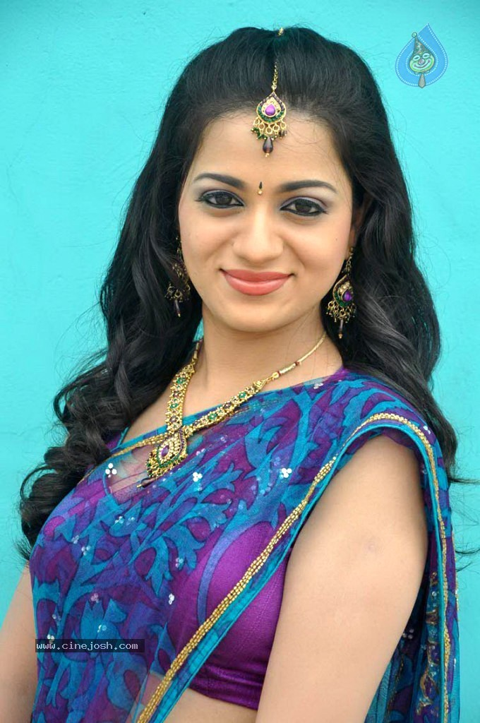 Reshma Photos http://www.cinejosh.com/telugu-actress-photos/9713/2/47/reshma-latest-stills.html