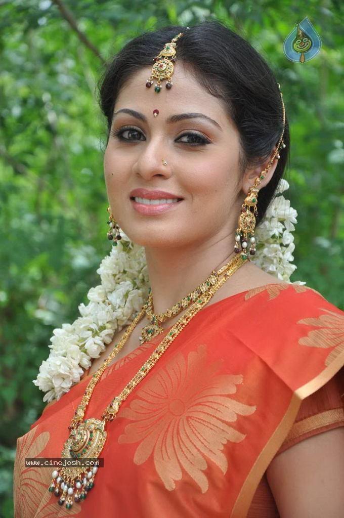 Sada Actress