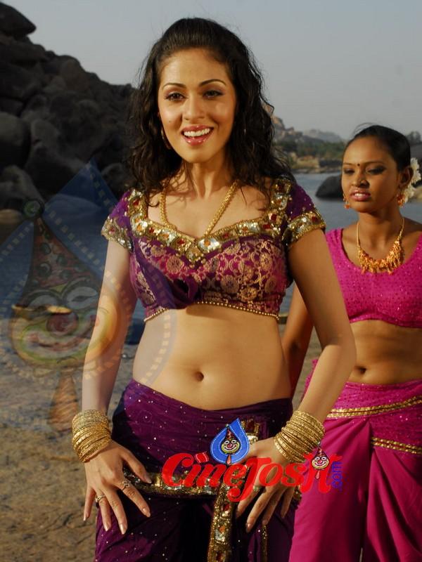 Galleries Actress Sadha : 9 / 44 photos