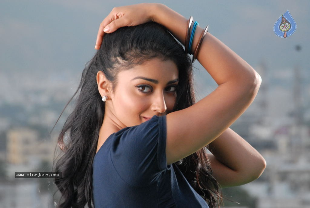 Shriya Hot Gallery - 45 / 75 photos