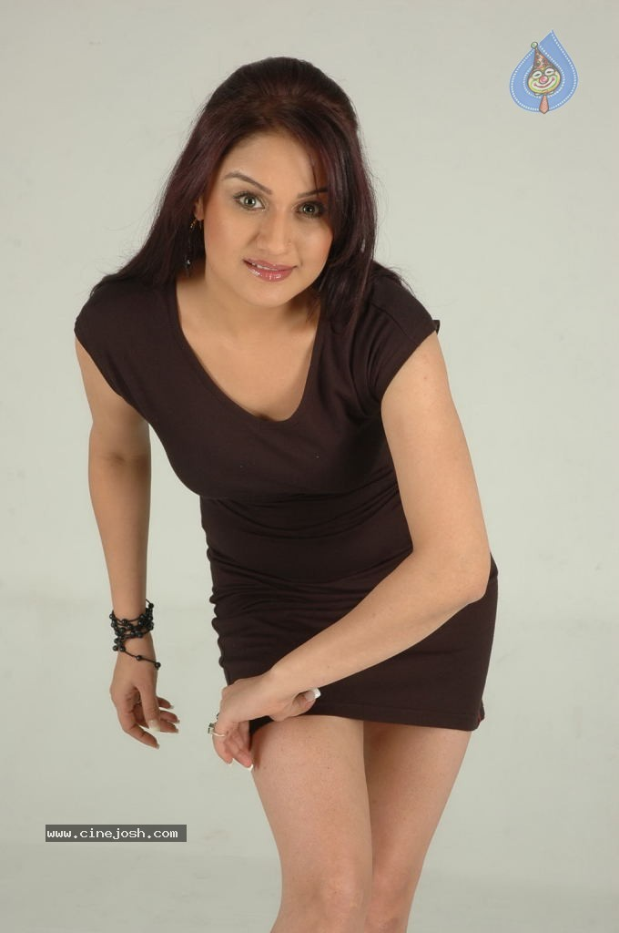 Sonia Agarwal Hot