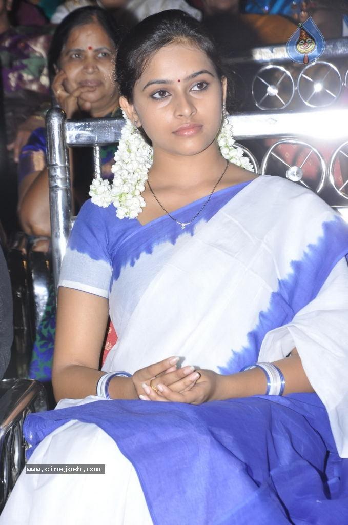 Download Galleries Actress Sri Divya New Stills : 25 / 39 photos