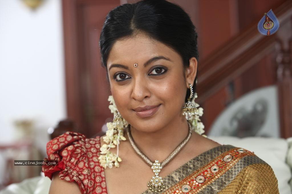 Tanushree Dutta New Stills - Photo 13 of 33