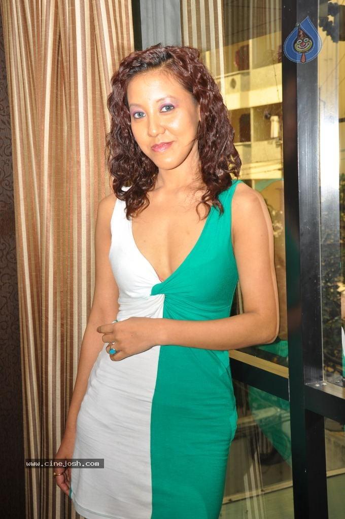 Tina Hot Nude Photos 38