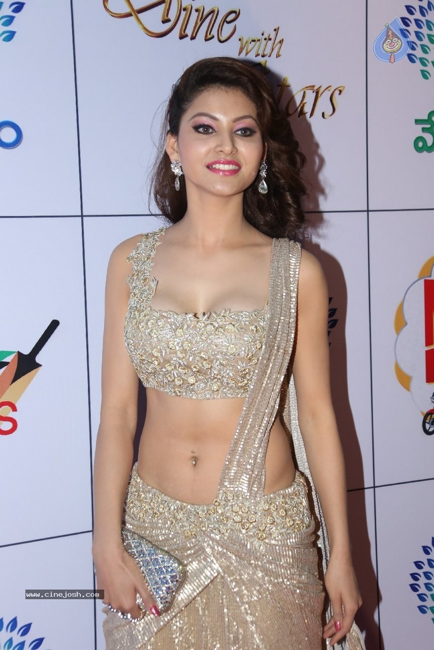 Urvashi Rautela hot n sexy at film promotions