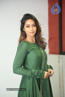 Actress Nivetha Pethuraj Gallery - 4 of 15