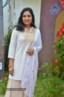 Heroine Srushti Dange Pics - 3 of 18