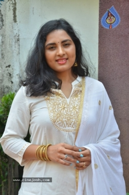 Heroine Srushti Dange Pics - 4 of 18