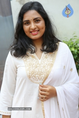 Heroine Srushti Dange Pics - 10 of 18