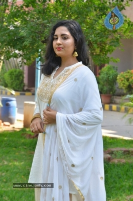 Heroine Srushti Dange Pics - 11 of 18