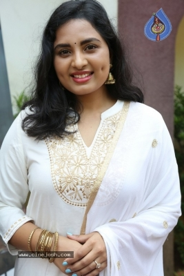 Heroine Srushti Dange Pics - 12 of 18