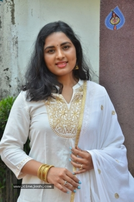 Heroine Srushti Dange Pics - 13 of 18