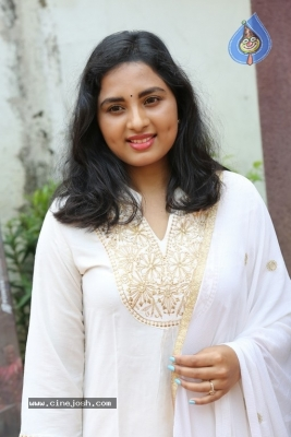 Heroine Srushti Dange Pics - 16 of 18