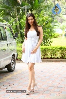 Kyra Dutt New Images - 13 of 21