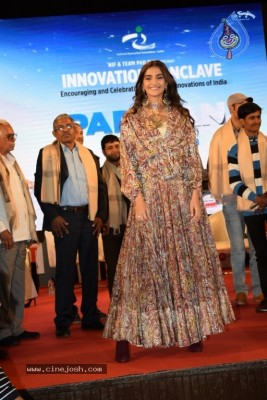 Akshay And Sonam Promote Pad Man