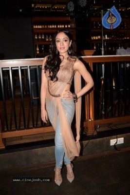 Raat Kamaal Hai Success Party Photos