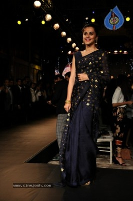 Tapsee Pannu At Forevermark Collection Fashion Show