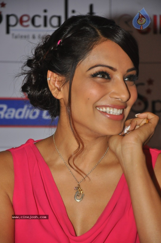 Bipasha basu latest images