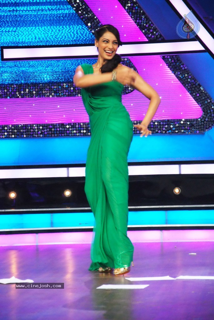 Bipasha Promote Jodi Breakers on Dance India Dance - 1 / 33 photos