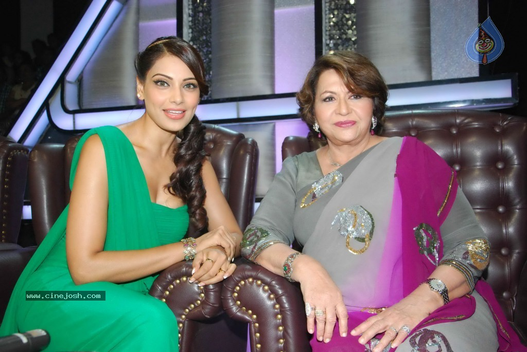 Bipasha Promote Jodi Breakers on Dance India Dance - 33 / 33 photos