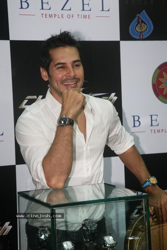 2010 - Page 2 Dino_morea_inaugurated_bezel_watch_store_001