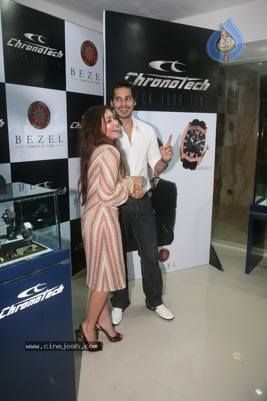 2010 - Page 2 Dino_morea_inaugurated_bezel_watch_store_002
