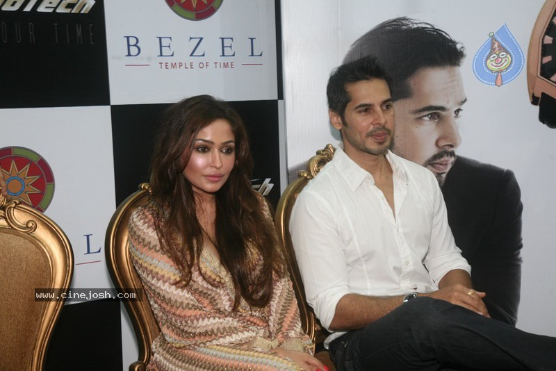 2010 - Page 2 Dino_morea_inaugurated_bezel_watch_store_005
