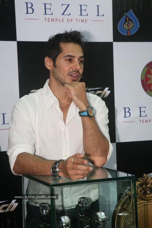 2010 - Page 2 Dino_morea_inaugurated_bezel_watch_store_009