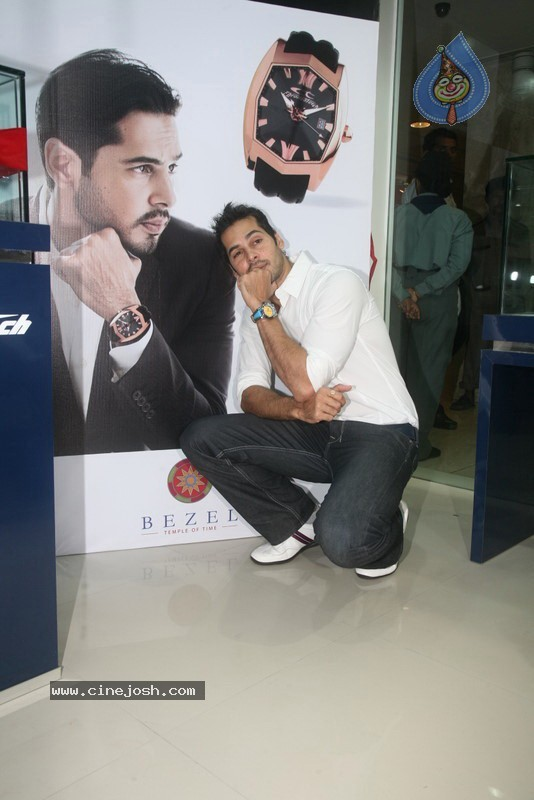 2010 - Page 2 Dino_morea_inaugurated_bezel_watch_store_010