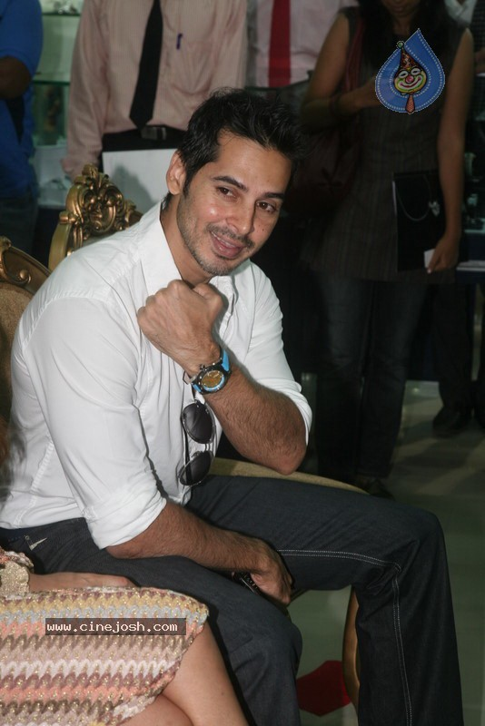 2010 - Page 2 Dino_morea_inaugurated_bezel_watch_store_017