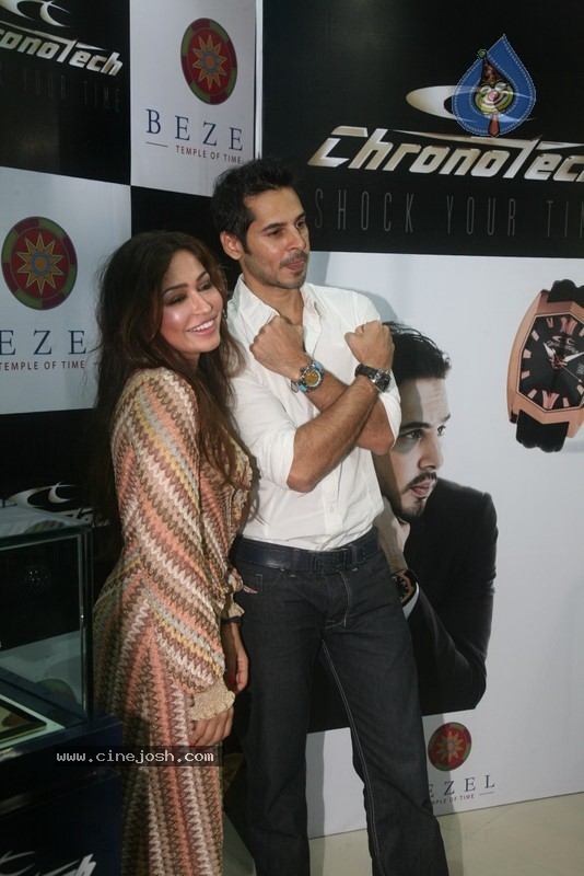 2010 - Page 2 Dino_morea_inaugurated_bezel_watch_store_019