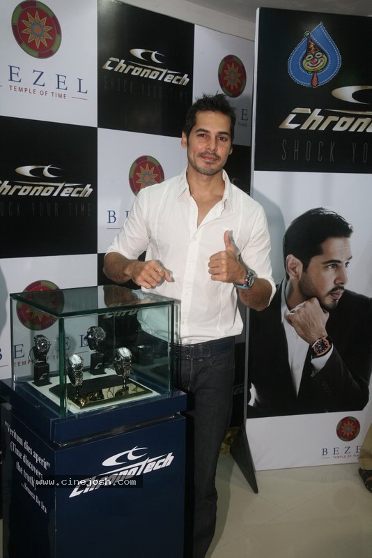 2010 - Page 2 Dino_morea_inaugurated_bezel_watch_store_021